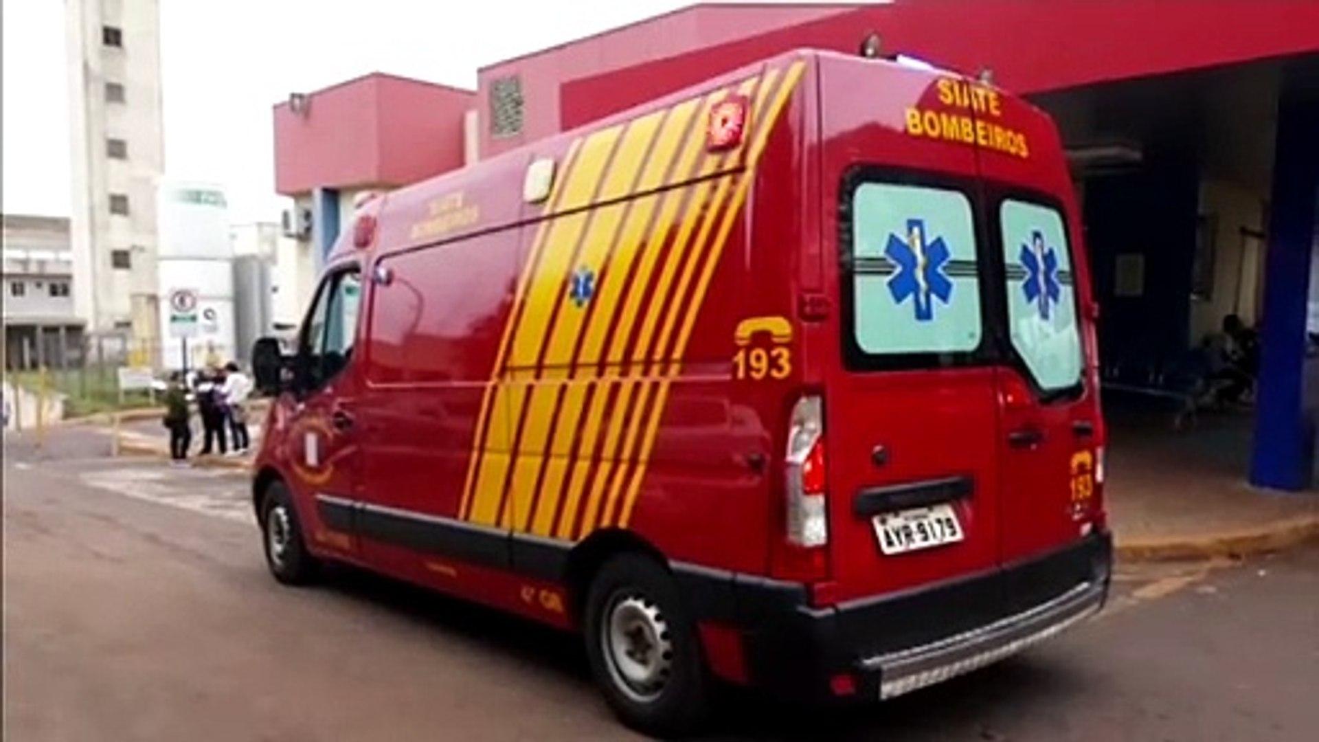 Mulher ferida é levada para o Hospital Universitário de Cascavel