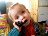Dorian avec mamie, puis baba au téléphone..