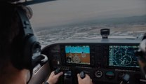 Max Sylvester, 29 ans, a dû poser seul le petit avion dans lequel il recevait sa première leçon de vol.