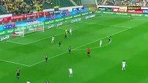 Football : le double sauvetage époustouflant d'un défenseur russe pour éviter un but