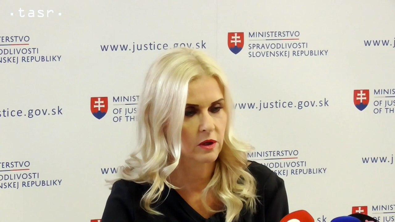 M. Jankovská tvrdí, že bola do jej kancelárie doručená obálka s troma rôznymi verziami komunikácie