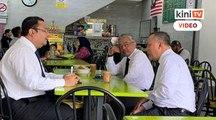 Yang di Pertuan Agong singgah restoran pesan teh tarik