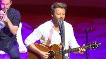 """Christophe Maé interprète son nouveau single, """"Les gens"""", en live"""
