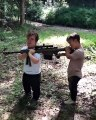 Quand deux personnes de petite taille tirent au fusil !