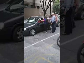 #LadyHisteria Mujer agrede a conductor tras un incidente vial