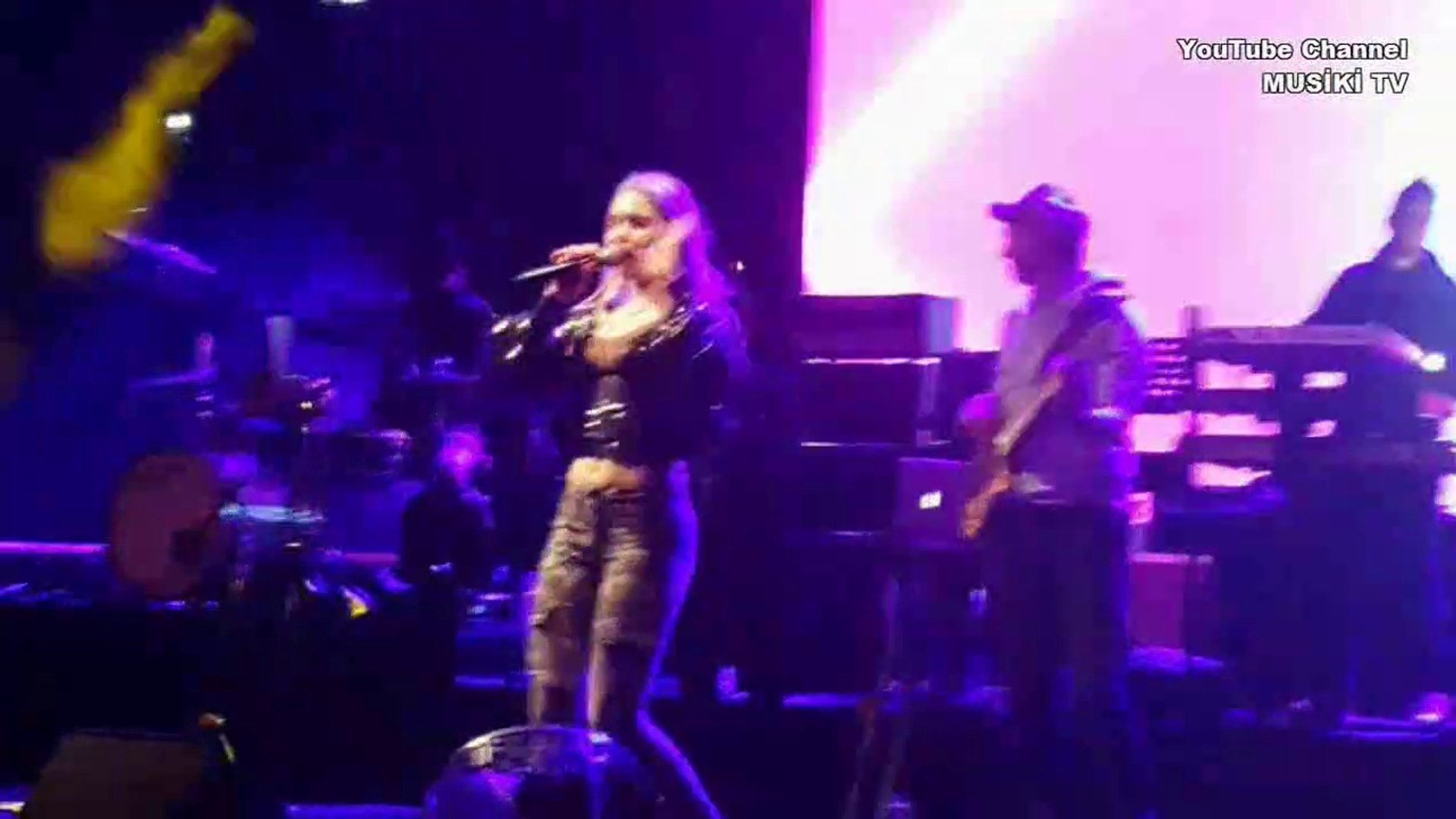 ALEYNA TİLKİ - Sen Olsan Bari (Konser Finali/Canlı) HD @Park Funtastic