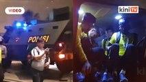 Skuad Harimau Malaya naik kereta perisai balik ke hotel
