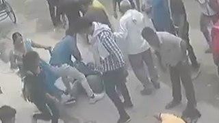Il essaye d'arracher un collier et se fait frapper par une dizaine de passants