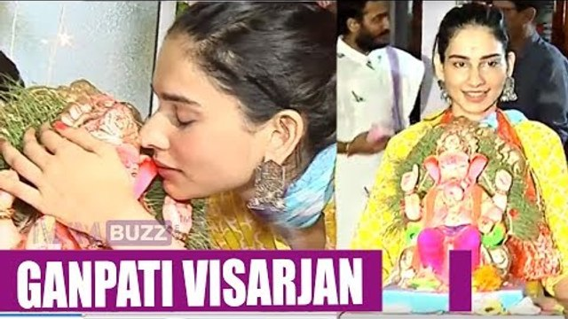 Aneri Vajani and her mom gets emotional at Ganpati Visarjan