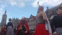 """Les géants de Tournai dansent pour le baptême du """"petit"""" dernier, 100 kg et 4m10 de haut"""