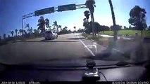 Un motard veut casser un rétroviseur (Instant Karma)