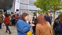 La fanfare Poulidorchestra et les échassiers de la compagnie Mû accueillent les participants à la fête des 20 ans de l'ASLV Tourisme