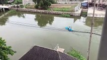 Hero schoolboy paddles kayak across canal to save drowning kitten