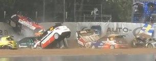 Une averse provoque un énorme carambolage pendant la Citroën DS3 Cup
