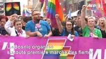 Plus de 2.000 personnes pour la première Gay Pride à Sarajevo