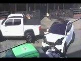 Une voiture Tesla s'emballe en pleine rue et sème la panique