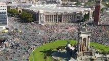Vista aérea de miles de personas van llegando a la manifestación de la ANC por la Diada