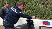Les gendarmes contrôlent le débridage des cyclos