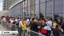 La foule pour la séance de dédicaces de Juninho à l'OL Store