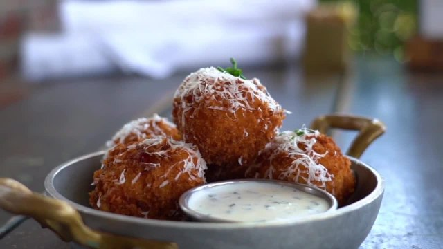 Simply Sweet: Mac and Cheese balls, creamy with a kick
