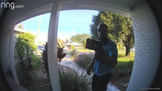 Honest Guy Returns Wallet He Finds Lying on Driveway