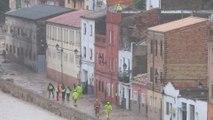 Bomberos rescatan vecinos por la crecida del río Clariano (Ontinyent)