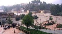 Auto von Fluten mitgerissen: zwei Tote in Spanien