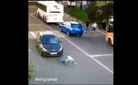 Renversé par une voiture, ce piéton se relève et repart sans rien dire !