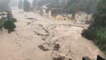 Las lluvias torrenciales de la DANA desbordan el cauce del río Clariano a su paso por Onteniente. @batalleta.
