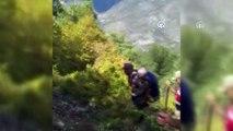 Ekipler ormanda bulunan yaşlıyı sırtta 3 kilometre taşıdı - AMASYA
