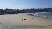 Paseantes y bañistas vuelven a la playa con el ascenso térmico
