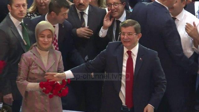 Ish-kryeministri Davutoglu jep dorëheqjen nga partia në pushtet AKP - Top Channel
