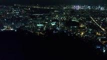 [ Góc nhìn flycam ] Hong Kong tối ngày 13 09 2019 (GMT+8)  Tại núi Lion Rock  Nhiều người tập trung tạo thành chuỗi người cùng hát bài quốc ca Vinh quang Hong Kong 願榮光歸香港 Glory be to thee, Hong Kong ( Nhạc đấu tranh của phong trào dân chủ Hong Kong )