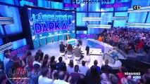"""Sur C8, dans la nouvelle émission de Cyril Hanouna """"La grande Darka"""", Laurent Baffie s'affiche avec un mug """"Fuck CSA"""""""