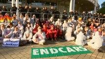 Centenares de personas se manifiestan contra la industria automovilística en Fráncfort