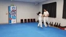 Il entraîne sa fille au Taekwondo : future championne ?