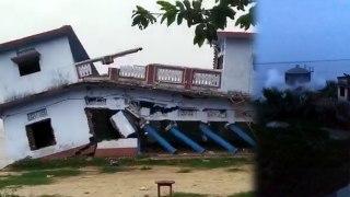 गंगा के उफान से बलिया में आई बाढ़,चंद सेकेंडों में नदी में ढही 2 मंजिला इमारत और पानी की टंकी
