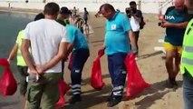 'Balık adamlar' deniz temizliği yaptı: Yarım saatte kilolarca çöp çıktı