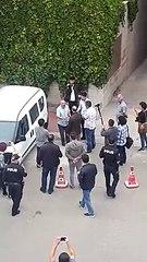 KHK'lı Yıldırım'ın AKP binası önündeki eylemi, başlar başlamaz gözaltıyla bitti