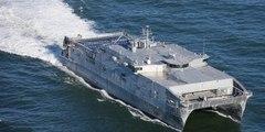 Espectaculares imágenes del catamarán  de la Armada de EE.UU.  USNS Yuma entrando en aguas del mar Negro