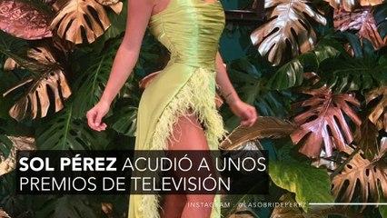 Un presentador destapa a la chica del clima más sexy de Argentina y enseña sus partes bajas