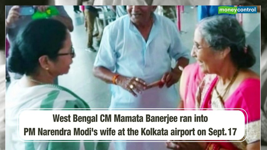 Mamata Banerjee runs into PM's wife at Kolkata airport before boarding flight to meet Modi
