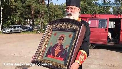 WTF ! Pour lutter contre l'alcoolisme et la fornication, des prêtres russes déversent de l'eau bénite depuis un avion !