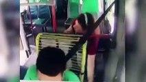 Ladrona roba billetes con los pies en un autobús de Colombia
