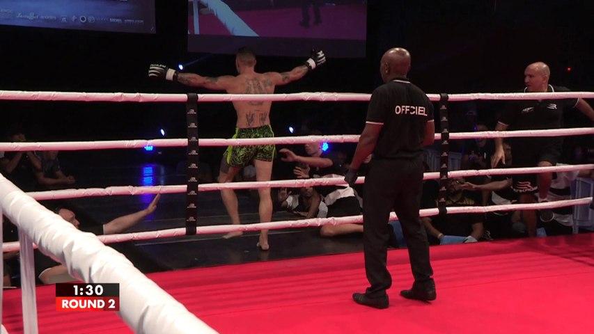 Complètement KO, il quitte le ring pensant avoir gagné le combat !