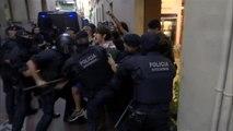 Dos detenidos y dos agentes heridos en el desalojo de una casa 'okupa' en el centro de Barcelona