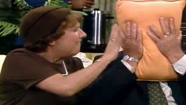 All In The Family Season 8 Episode 3 Cousin Liz