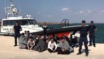 Botları batan düzensiz göçmenleri Sahil Güvenlik kurtardı (3)