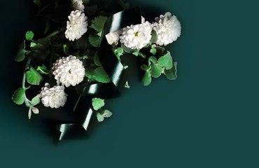 ¿Cómo elegir las flores para un funeral?
