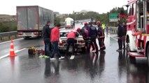 Düzce'de otoyolda 3 otomobil çarpıştı: 5 yaralı